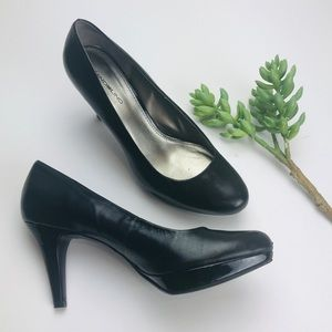 Bandolino Black Leather Pumps